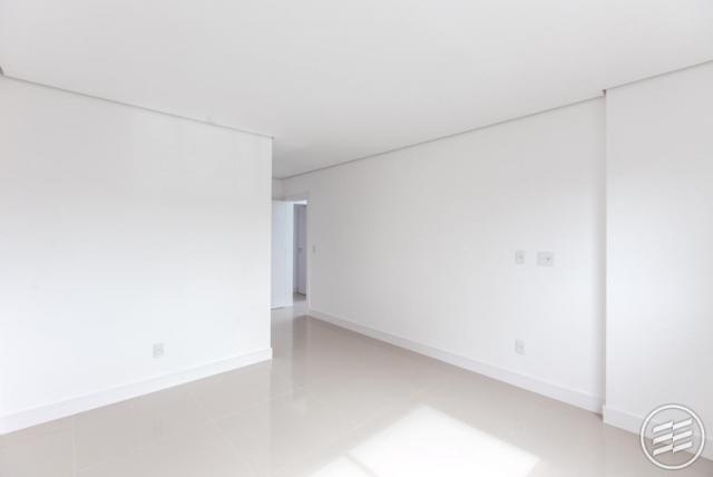 Apartamento com 03 suítes, bem localizado.-104800