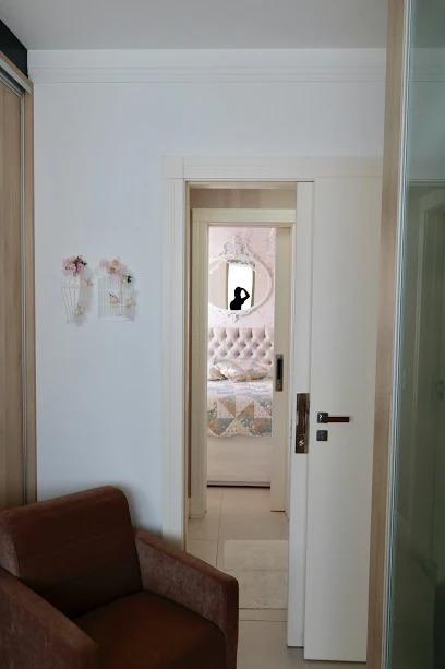 Lindo apartamento decorado e mobiliado, com 03 dormitórios!-104822