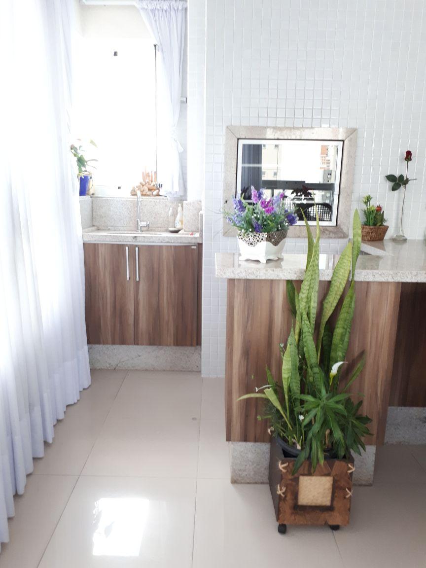 Apartamento amplo de 02 suítes na região central de Balneário Camboriú!-104830