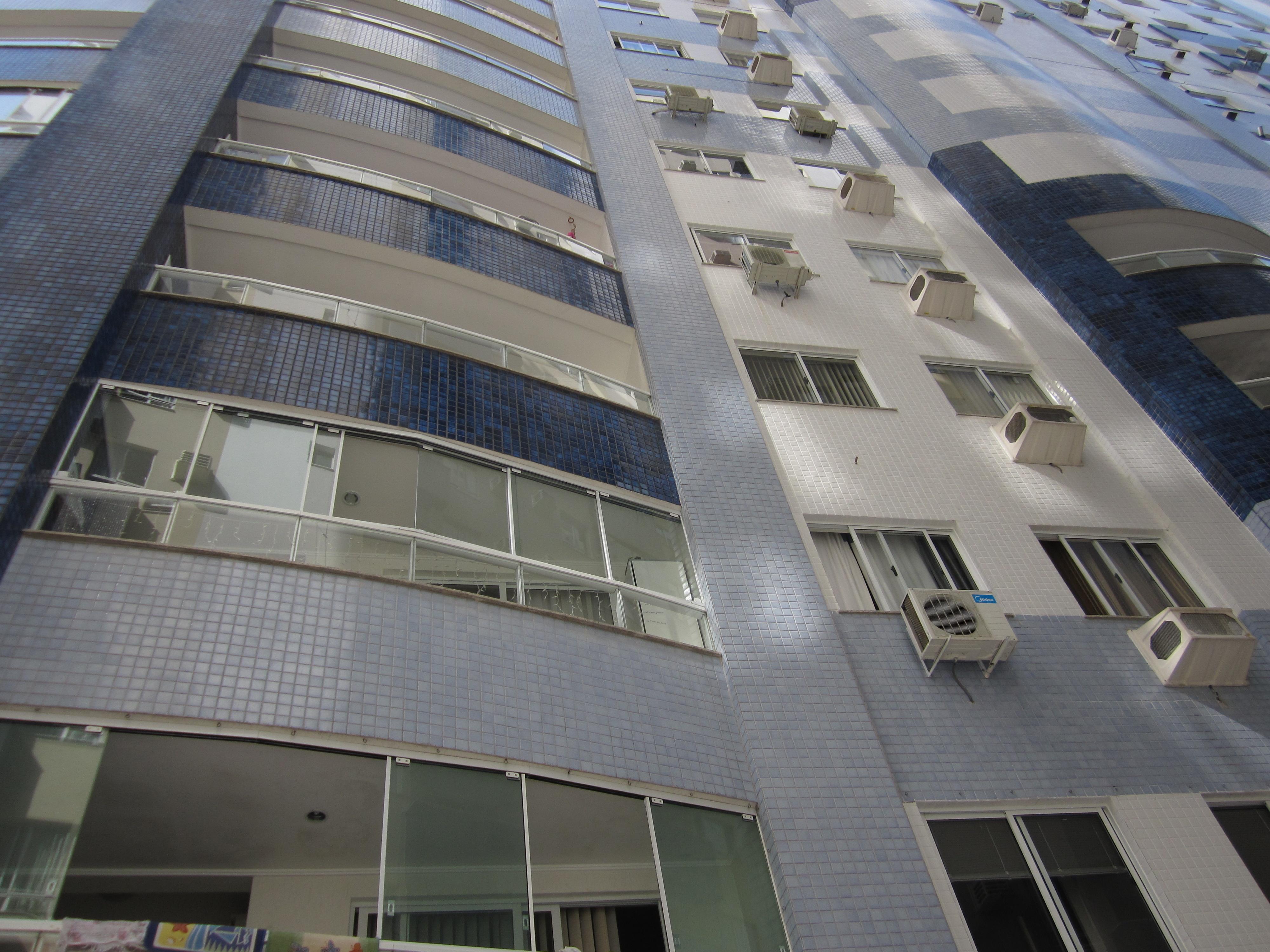 Dois dormitórios, na Avenida Central, com duas vagas-104807