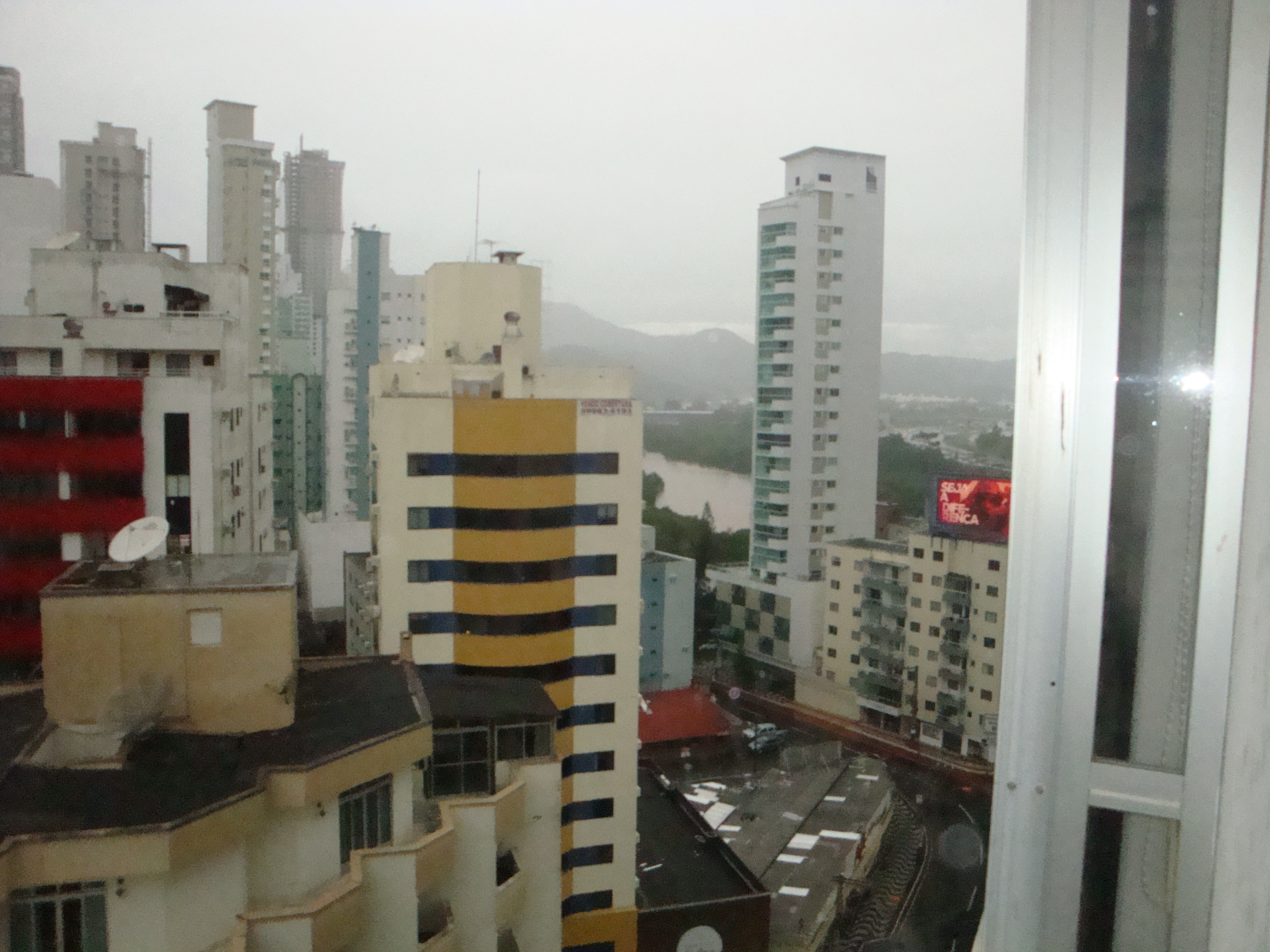 Oportunidade apartamento com 3 dormitórios, e vista para o mar 2 quadra-104817