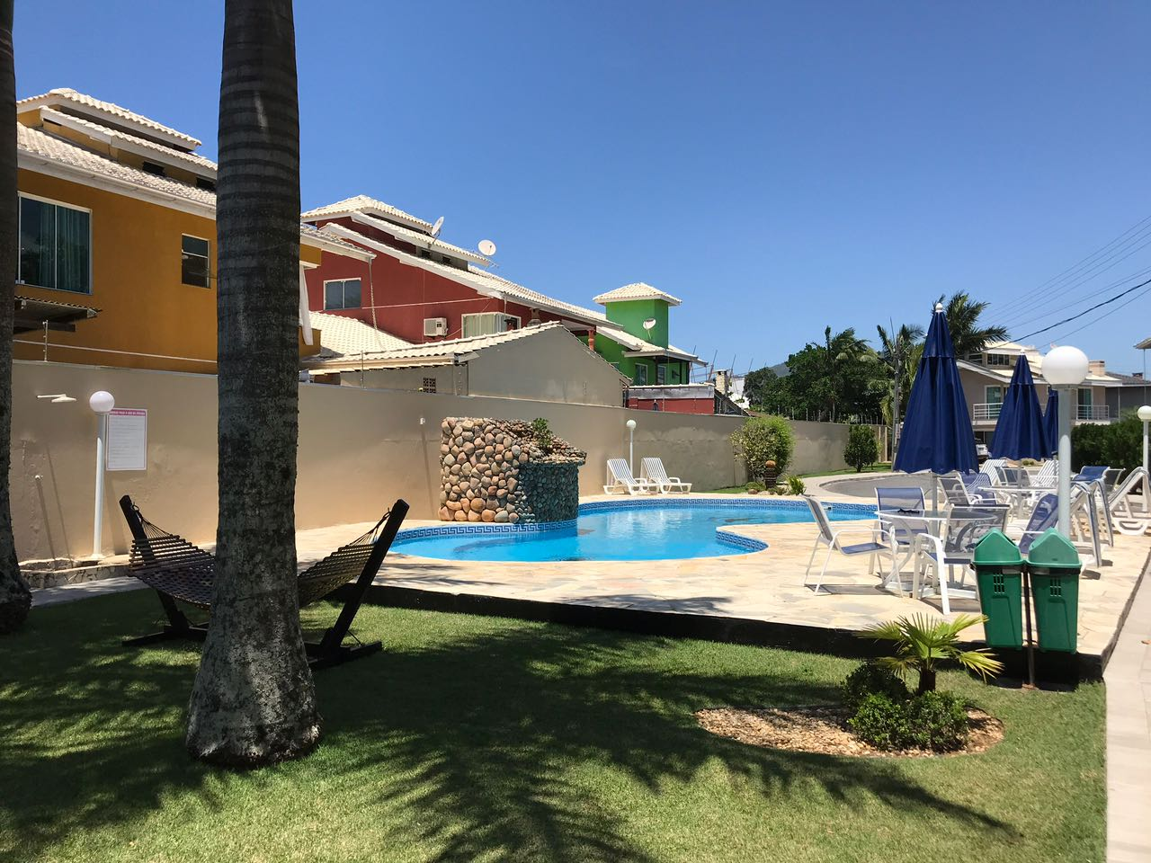 Excelente casa em condomínio Fechado com 03 suítes!-104836